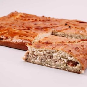 Пирог с курицей, помидорами и сыром